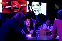 Rita Reys at De Wereld Draait Door, performing How Deep Is The Ocean.